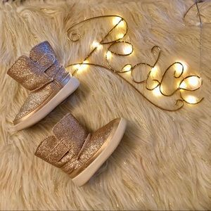 UGG Boots Toddler 4/5 ✨✨✨Gold Glitter Boots